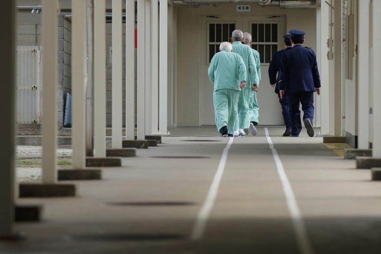 Người cao tuổi ở Nhật muốn an hưởng tuổi già…trong tù?