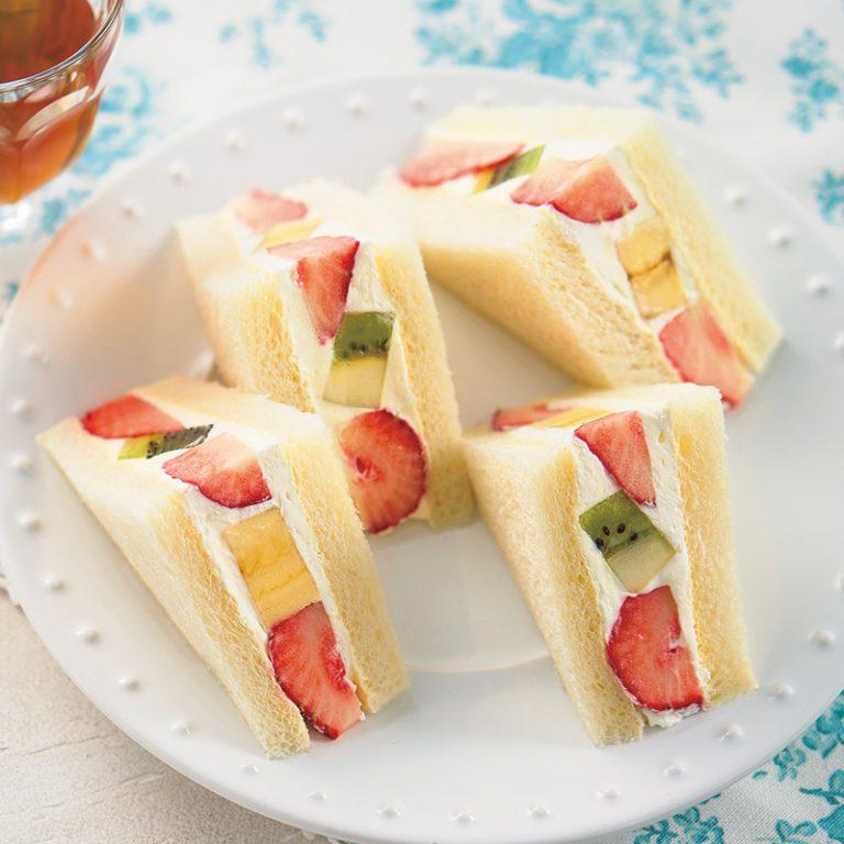 ချိုချိုလေးနဲ့ အရသာရှိတဲ့ Fruit sandwich