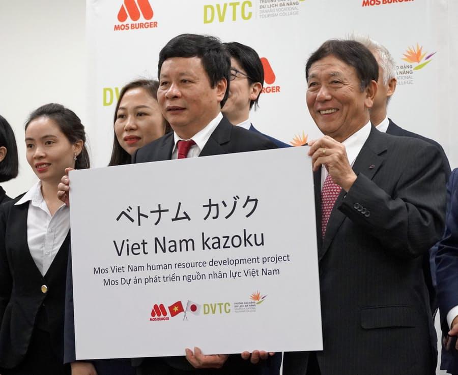 MOS tuyển dụng 350 sinh viên Việt Nam làm việc tại chuỗi cửa hàng ở Nhật