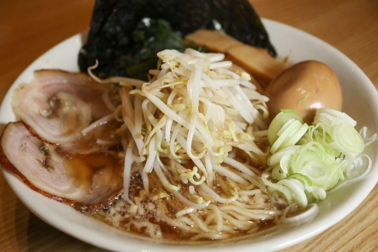 Vào bếp học làm món mì quốc dân của người Nhật