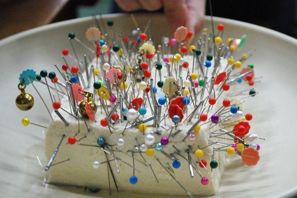 Ở Nhật có một ngày là ngày an ủi linh hồn những cây kim bị gãy