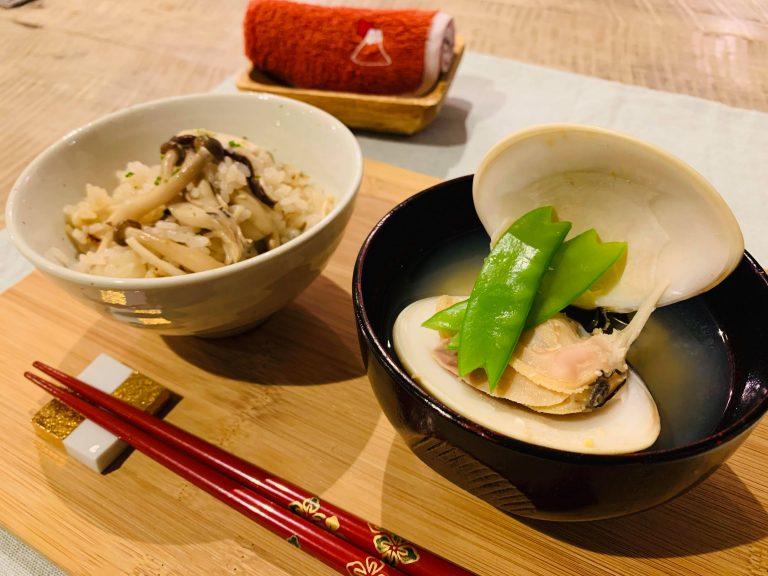 Vào bếp cùng chị Aya: Cơm hầm nấm và súp Miso Ngao
