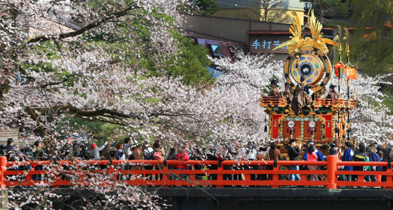 8 lễ hội mùa Xuân ở xứ sở hoa Anh Đào