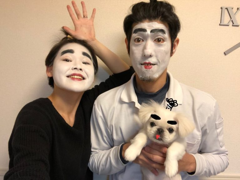 Vì chồng quá yêu thích danh hài Shimura Ken mà vợ sẵn sàng…  khiến anh chồng bật khóc vì cảm động