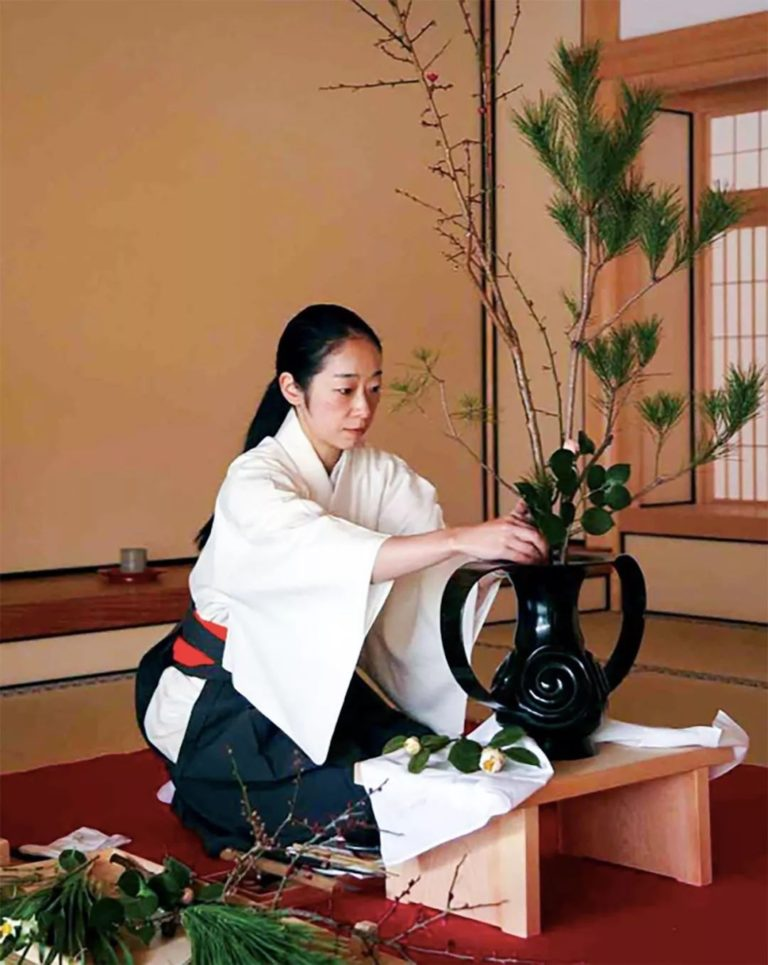 Câu chuyện về cuộc đời của người phụ nữ Nhật được mệnh danh bậc Thầy cắm hoa Ikebana