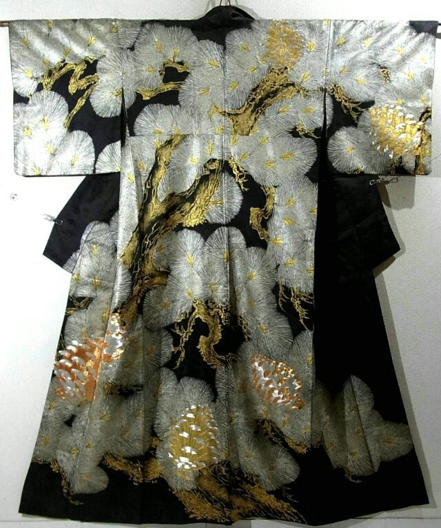 Thử bóc tách phía dưới các lớp áo Kimono – Xem các bước mặc mà choáng váng…