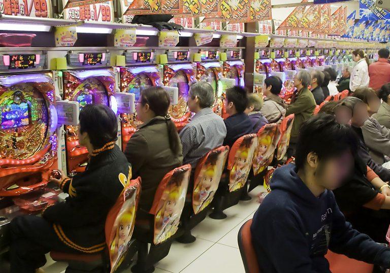 """""""Máu cá cược"""" và trò chơi tâm lý của người Nhật – Ai bảo chỉ là trò may rủi?"""