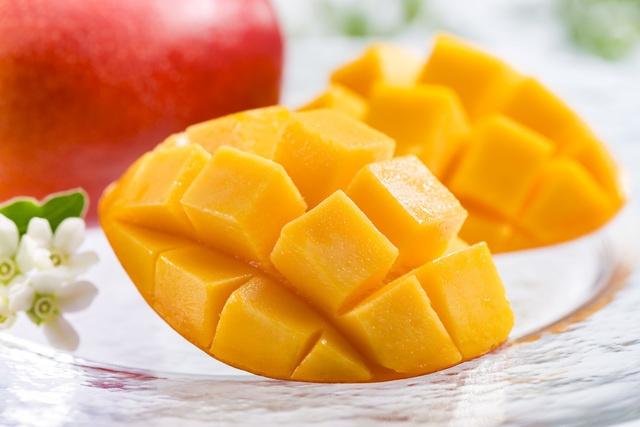 """Điểm danh 5 loại trái cây """"đắt cắt cổ"""" chỉ có ở Nhật Bản"""