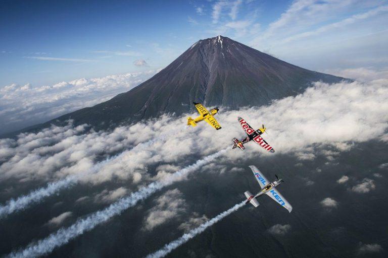 Bạn chọn bên nào – Máy bay đua mới nhất hay huyền thoại 70 năm về trước Zero Fighter?