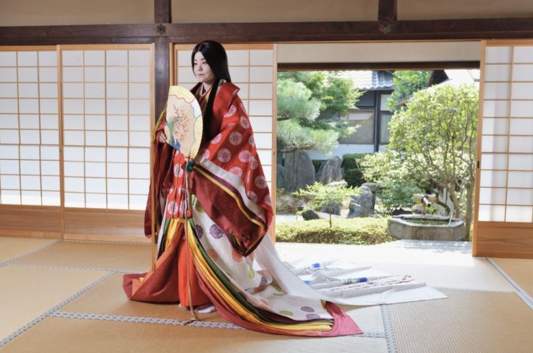 Có thật là Kimono phải mặc tận 12 lớp không?