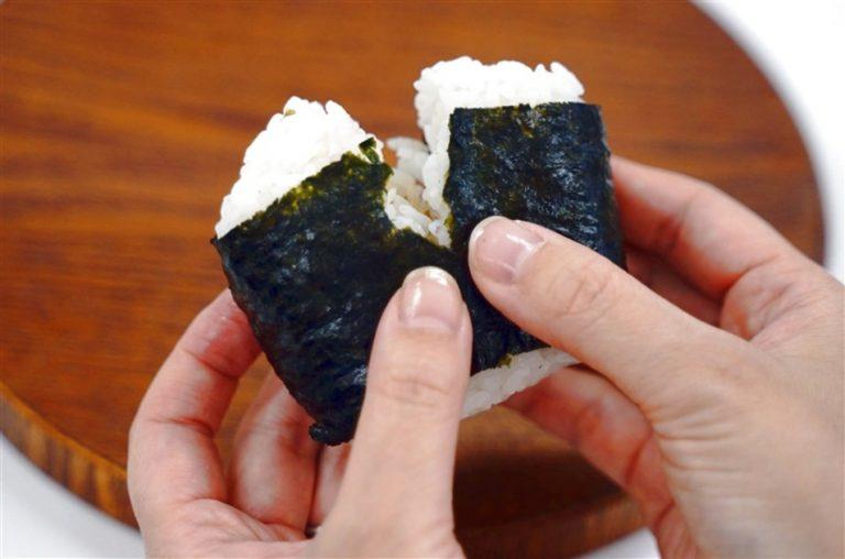 Tranh luận về cách ăn Onigiri – lập luận gây hoang mang của phó hiệu trưởng trường đại học