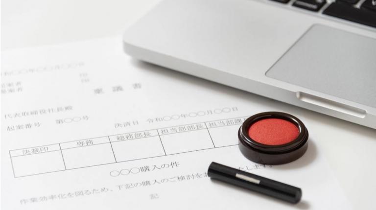 Biết là tụt hậu, nhưng tại sao người Nhật không thể ngừng sử dụng con dấu?