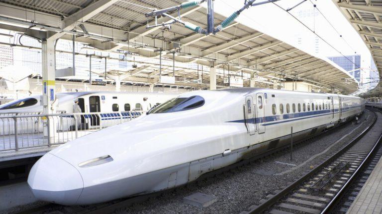"""Tận hưởng toa tàu sang trọng trên """"siêu phẩm"""" Shinkansen, """"phê"""" hơn cả ngồi hạng thương gia máy bay"""