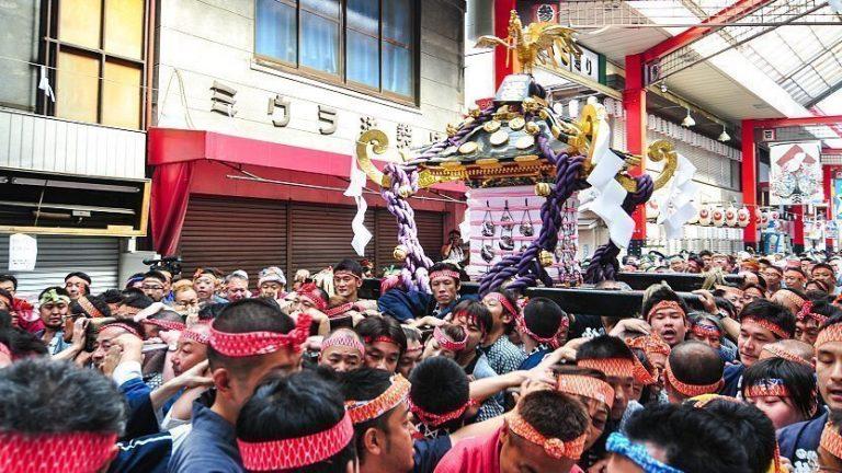 """Tokyo tổ chức lễ hội """"Sanja Matsuri"""" tại Đền Asakusa với quy mô nhỏ hơn mọi năm"""