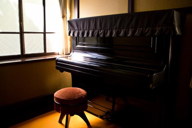 Một người đàn ông ở Nagoya bị bắt vì trộm vải phủ đàn Piano ở trường học nhưng từ chối cho biết lý do