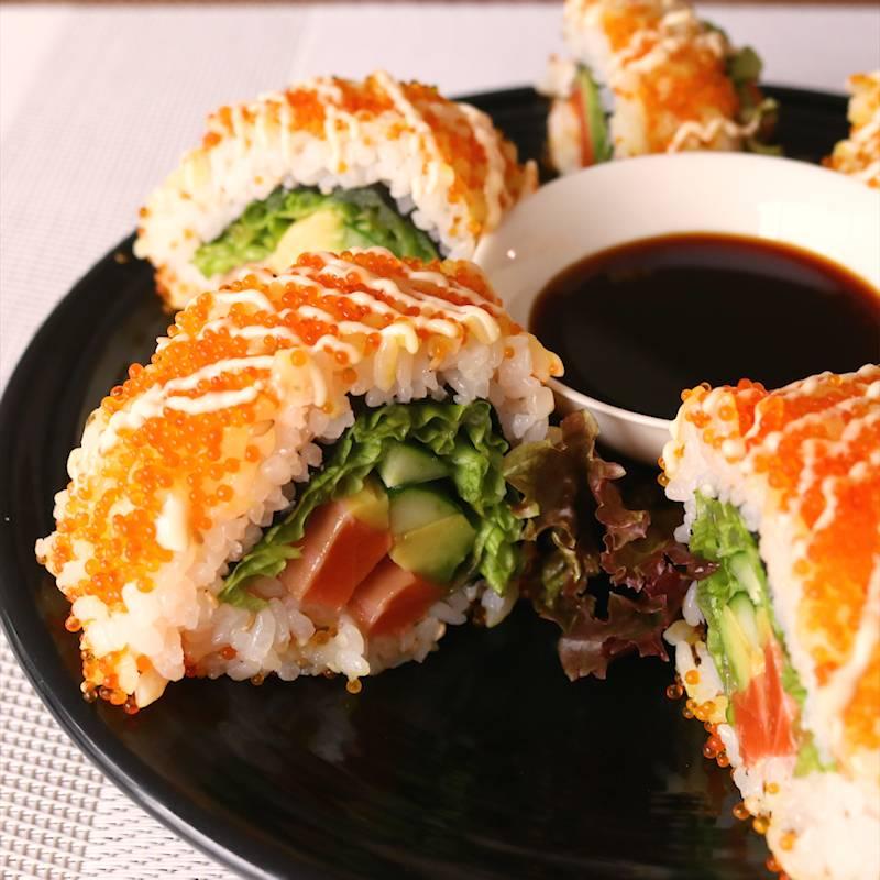 Salmon Sushi có nên được gọi là Sushi không và các biến thể của món Nhật ở nước ngoài