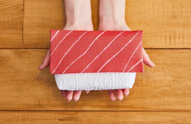 """Khoe chiếc ví Sushi """"Cá ngừ béo ngậy"""" mất 3 năm mới thiết kế xong"""