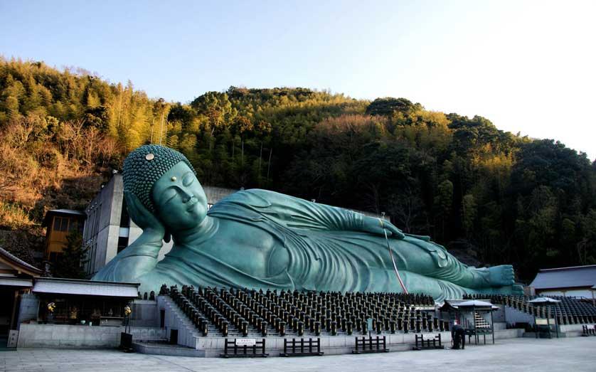 Tượng Phật nằm ở ngôi Chùa Nanzoin Nhật Bản được làm bằng đồng lớn nhất thế giới