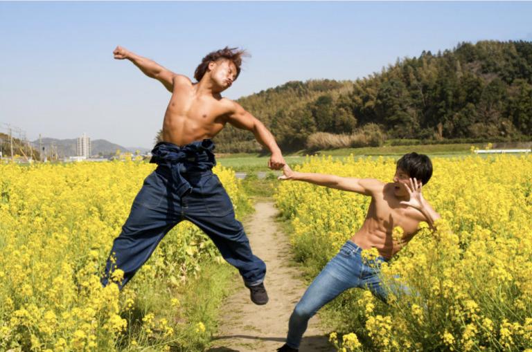 """""""Mặn mà"""" hết cỡ với đủ kiểu tư thế của những anh chàng cơ bắp Nhật Bản"""