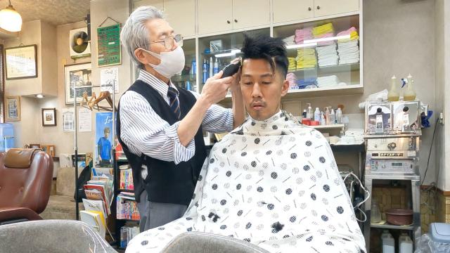 Cảm giác như thế nào khi đến tiệm trải nghiệm cắt tóc lâu đời nhất Nhật Bản?