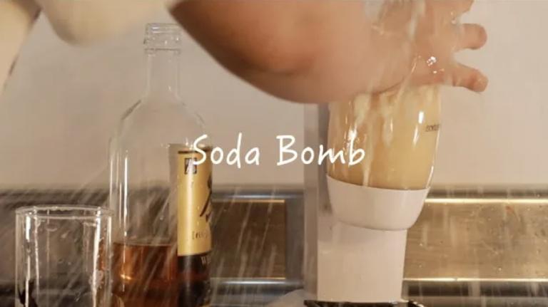 [Thí nghiệm vui] Thử bơm soda vào các loại nước uống