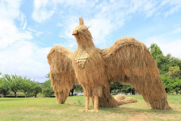 Chiêm ngưỡng những sinh vật khổng lồ bằng rơm rạ tại lễ hội nghệ thuật Wara Nhật Bản – tiếp thêm sinh khí cho người đến tham quan