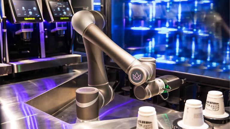 Nhật Bản thử nghiệm robot Baristas phục vụ 200 tách cà phê cho khách tại ga Tokyo và Yokohama từ cuối tháng 12