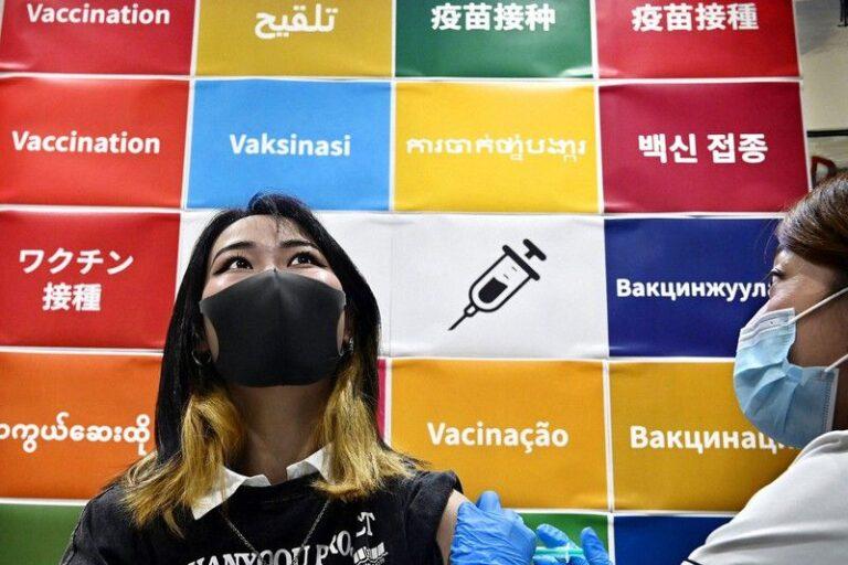 Ứng dụng hỗ trợ dịch 17 ngôn ngữ miễn phí, giúp người nước ngoài điền thông tin trước khi tiêm vaccine Covid-19